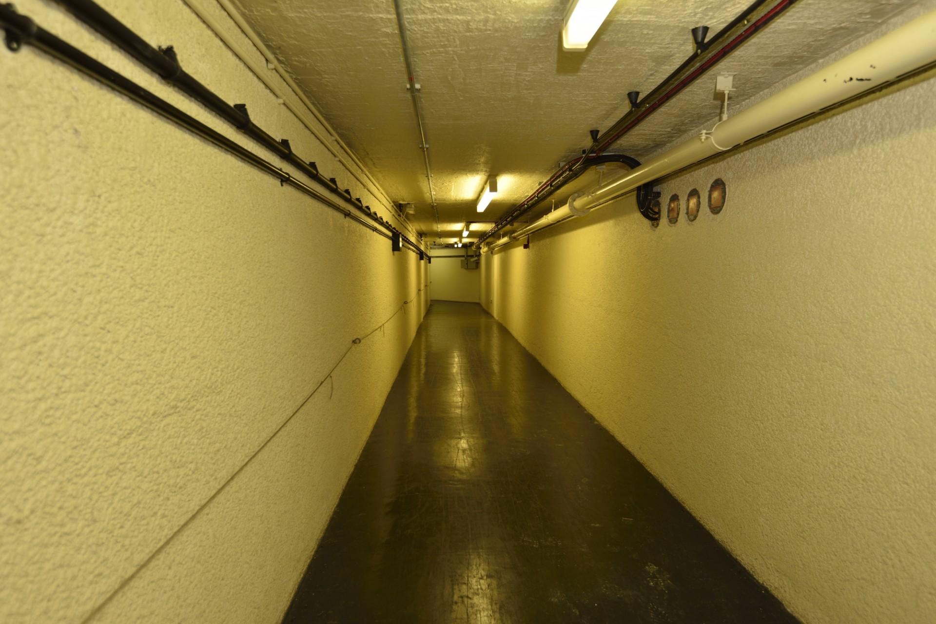 R3 Nuclear Bunker - Corridor
